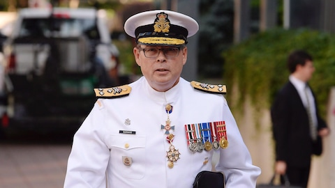 Une photo montre le vice-amiral Mark Norman arrive au palais de justice d'Ottawa le 4 septembre 2018.