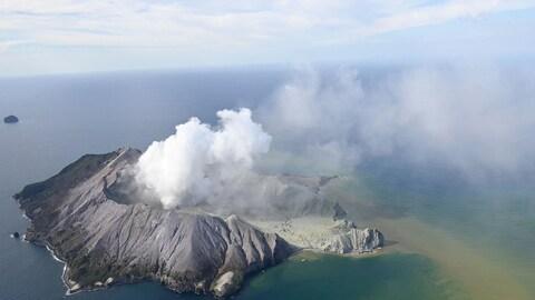 Une vue aérienne du volcan de White Island.