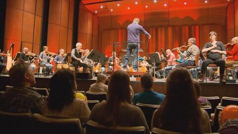 L'Orchestre symphonique de Québec a permis à des personnes sourdes d'assister à une répétition générale