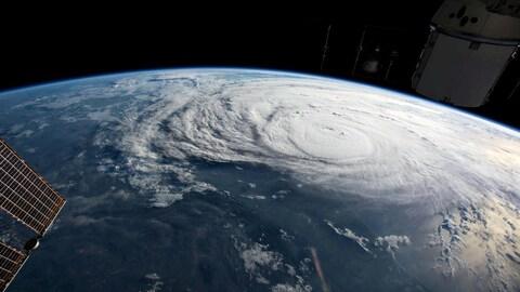 Une photo d'un ouragan prise à partir de la Station spatiale internationale.