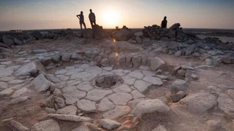 Le pain a été trouvé dans les restes d'un feu situé au milieu d'une structure en pierre.