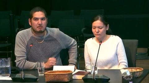 Valerie-Lynn Gull et Pelle Loon, témoignant devant le juge Viens.