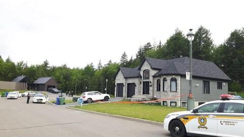 Un périmètre de sécurité a été érigé devant la résidence de la rue du Péridot, à Boischatel.