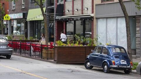 Commerces dans la Petite-Italie, à Montréal