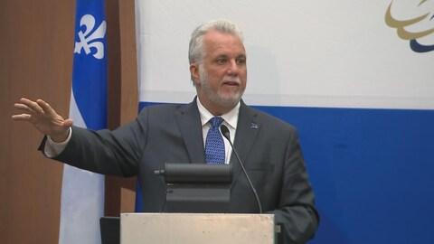 Philippe Couillard a prononcé un discours devant la Chambre de commerce de Lévis.