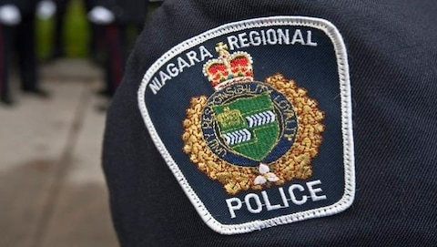 Photo de l'écusson d'un policier de Niagara.