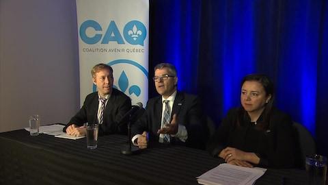 Le candidat Youri Chassin, le député Éric Caire et la candidate Alice Khalil, tous trois de la Coalition avenir Québec.