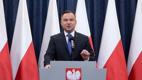 Le président de la Pologne Andrzej Duda lors d'une conférence de presse mardi à propos de la loi controversée.