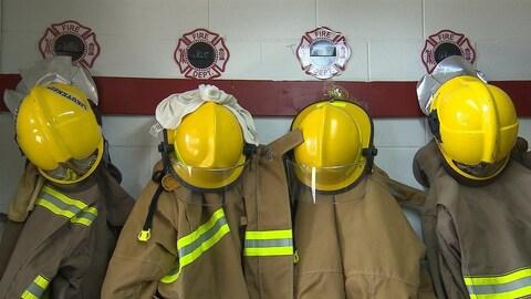 Des uniformes des pompiers volontaires
