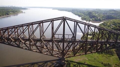 Le pont de Québec, photographié en été.