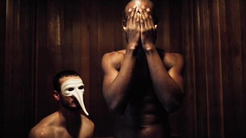 Deux hommes nus figurent sur une des affiches de promotion du porno « The Housesitter » de Socalled.