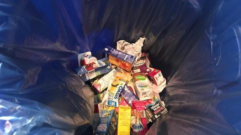 La majorité des matières recyclables se retrouvent aux poubelles dans nos écoles