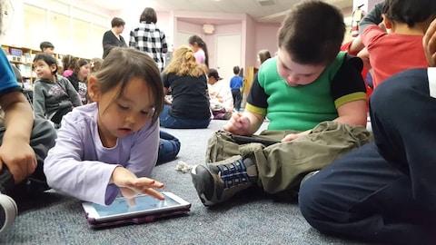 Le gouvernement fédéral a dévoilé lundi un cadre d'apprentissage et de garde concernant les enfants inuits, métis et ceux issus des Premières Nations.