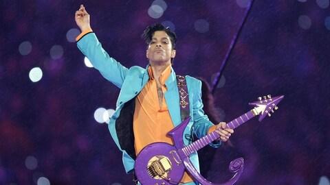 Prince pendant un concert en 2007.