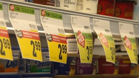 Des prix affichés en épicerie