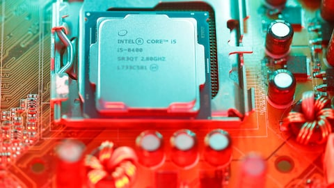 Processeur Intel sur la carte mère d'un ordinateur