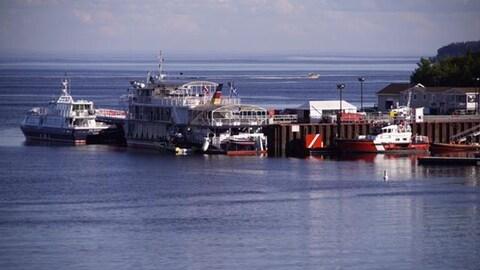 Le quai de Tadoussac et des bateaux des Croisières AML