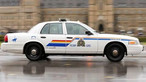 Une voiture de la GRC devant le parlement d'Ottawa