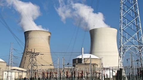 Deux réacteurs nucléaires en opération.
