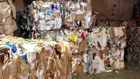 Des amas de matières recyclables