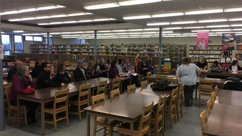 Une dizaine de parents étaient présents à la rencontre à la bibliothèque de la polyvalente de Matane.