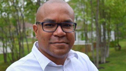 Une photo de René Ephestion, candidat à la présidence de la SANB