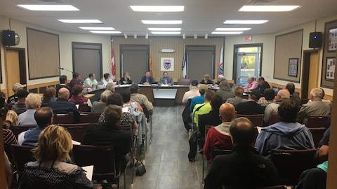La réunion publique du conseil municipal de Tracadie a, encore une fois, fait salle comble