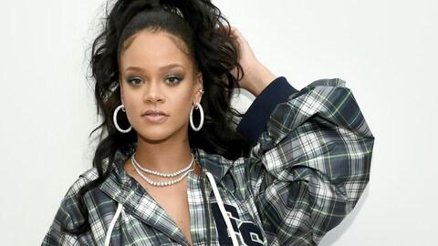 La chanteur Rihanna prend la pose dans le cadre d'un événement promotionnel pour Puma en octobre 2017.