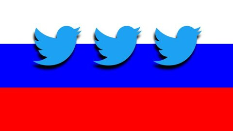 Drapeau russe avec logos de Twitter.
