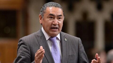 Le projet de loi C-262 de Romeo Saganash sur les Premiers Peuples reçoit l'appui du gouvernement.
