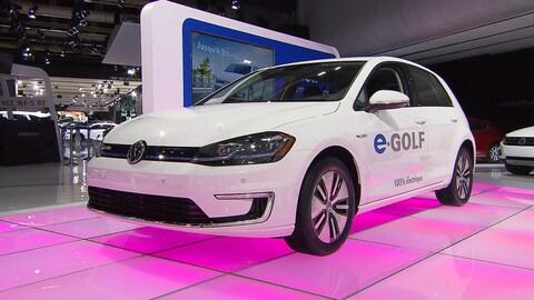 Une voiture électrique en démonstration.