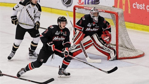 Samuel Harvey, gardien de but des Huskies de Rouyn-Noranda, devant le but.