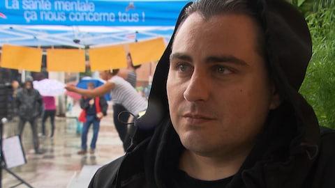 Dominic, qui a notamment souffert de dépression, a participé à la manifestation.