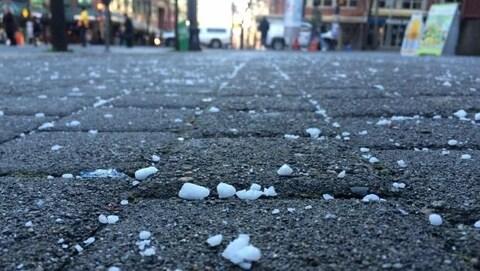 Du sel sur une rue dans le Grand Vancouver