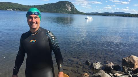 Serge Boivin avant de s'entraîner à la nage.
