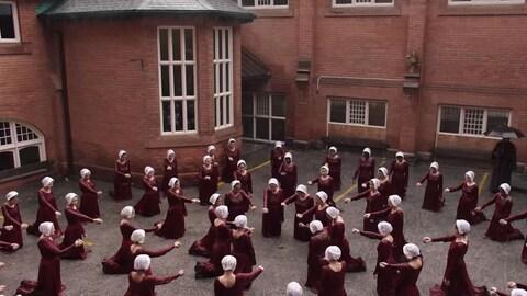 Une scène de la deuxième saison de  La servante écarlate