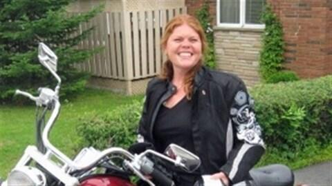 Sheri-Lynn McEwan sur sa motocyclette