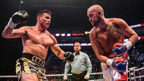 Dillon Carman et Simon Kean dans le ring.