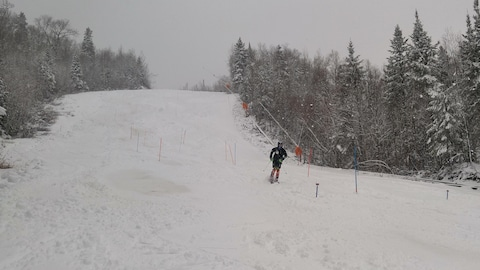 Quelqu'un en ski