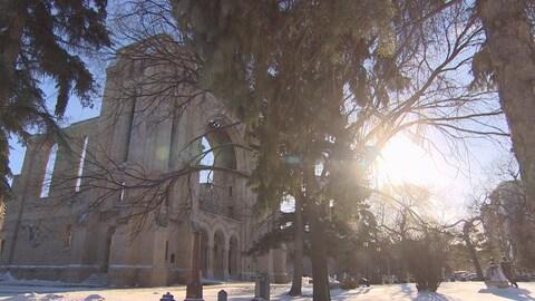 La cathédrale de Saint-Boniface et le soleil