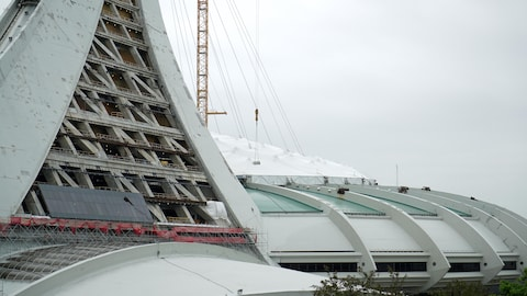 Le mât et le toit du Stade olympique de Montréal