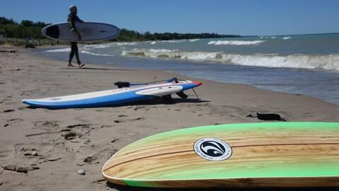 Le surf en eau douce gagne en popularité en Ontario et dans le nord des États-Unis.