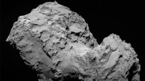 Le noyau de la comète « Tchouri » (Churyumov-Gerasimenko) observé par la sonde européenne Rosetta.