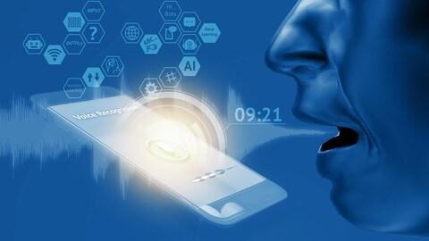 la bouche d'un homme parle à un téléphone.