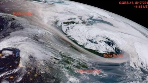 Image satellite d'un immense nuage dans la stratosphère qui se tient entre l'arctique et l'Est du Canada