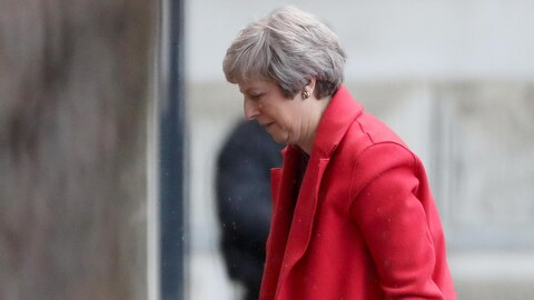 Theresa May retourne au 10 Downing street le 12 novembre 2018.