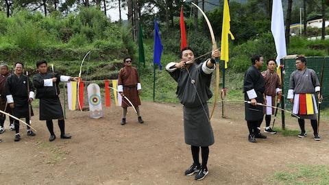 Le tir à l'arc est le sport traditionnel du Bhoutan, un petit royaume de 800 000 habitants enclavé entre la Chine et l'Inde.