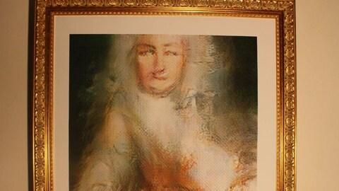 La toile « Le comte Belamy » encadrée et affichée sur un mur.