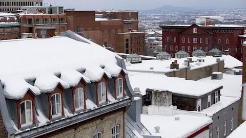 Vue du Vieux-Québec, toits enneigés