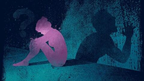 On voit à gauche une silhouette féminine de couleur rose, assise par terre, de profil. À droit apparaît une silhouette masculine bleue projetée sur un mur, qui semble crier.